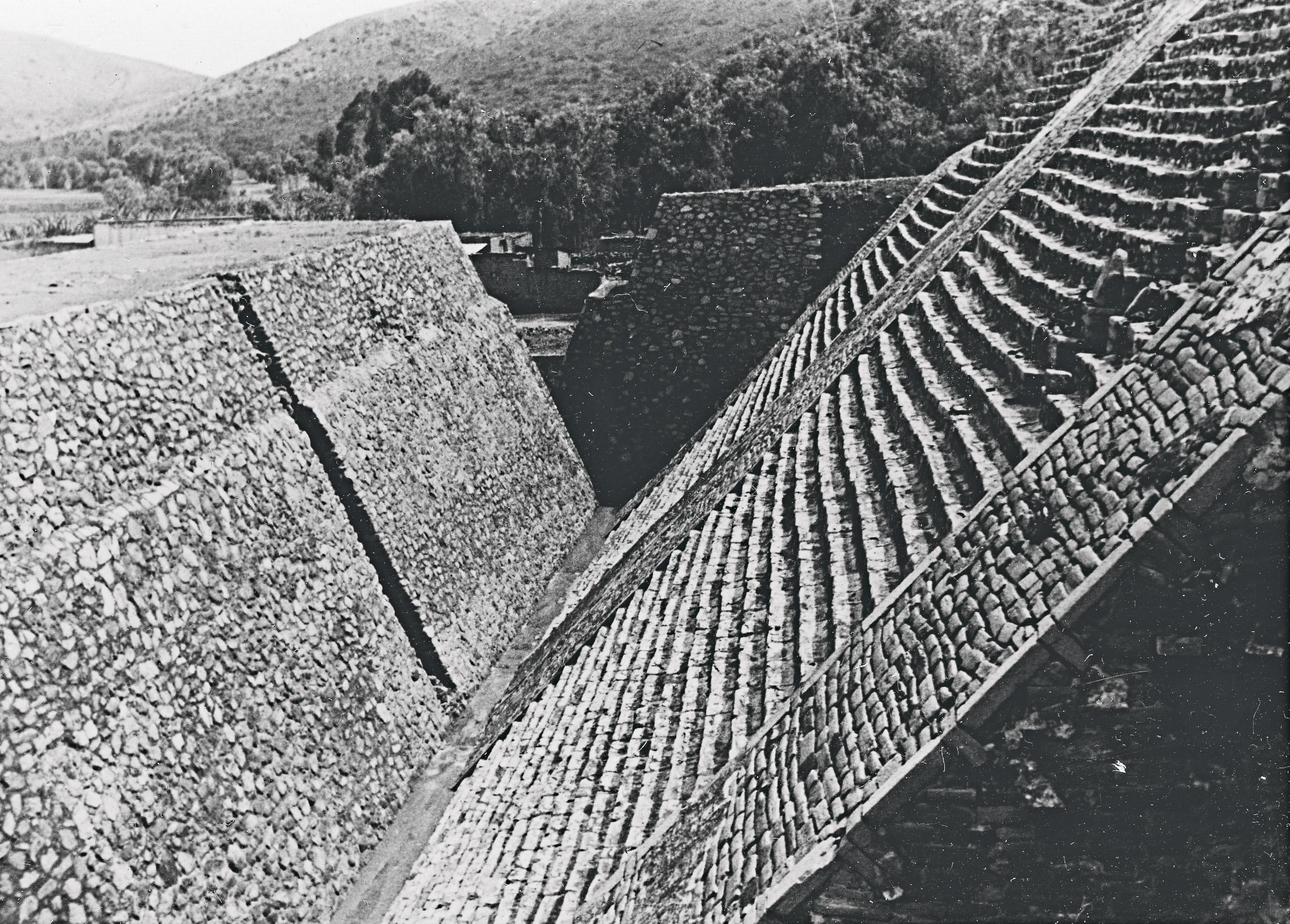 Grand Pyramid, Tenayuca